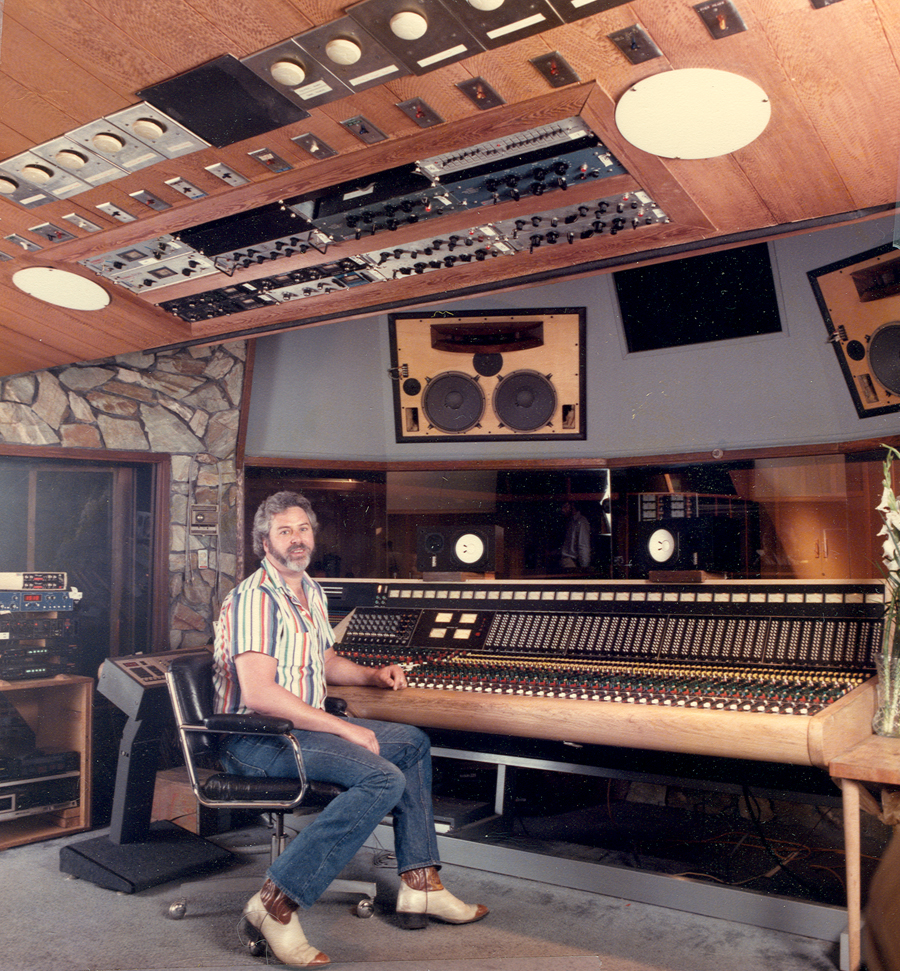 mono ou stereo ? The_Record_Plant_Studio_A_Trident_Console_-1985_resized.303175945